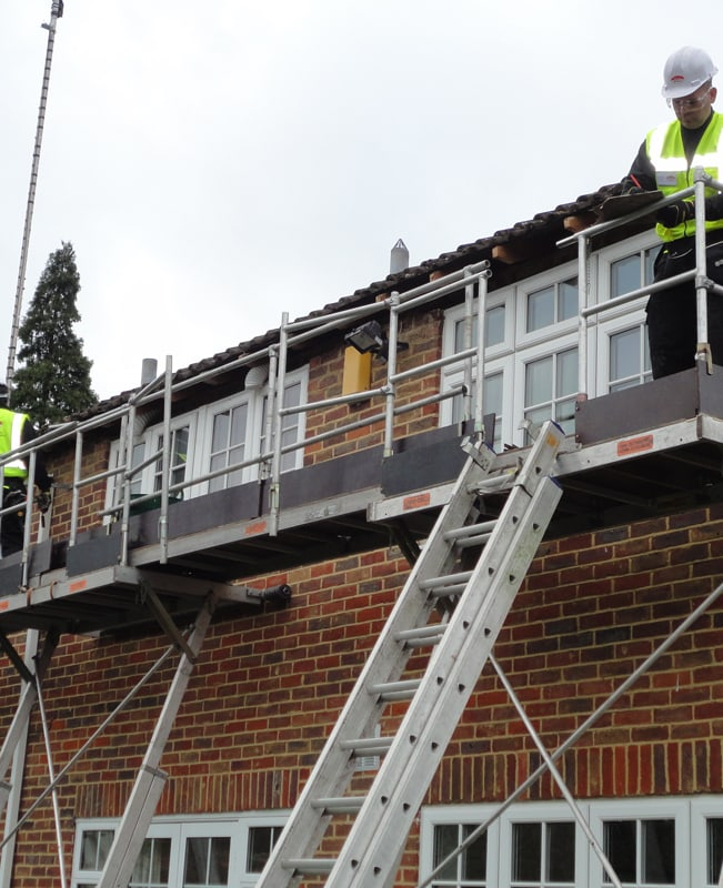 removing fascias and soffits using Easi-dec access